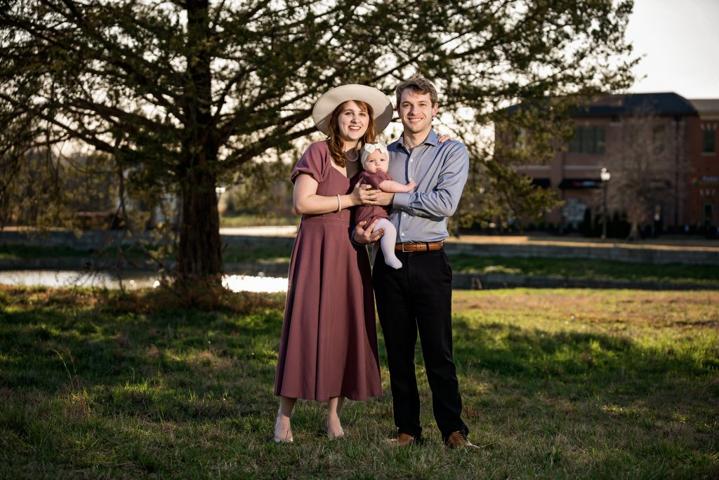 Chattanooga Family Photographer takes family pictures under a tree